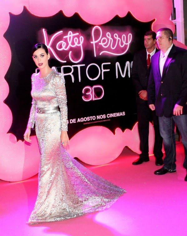 Katy Perry | Кэтти Перри - Страница 6 KATY-PERRY-at-Part-of-Me-Premiere-in-Rio-de-Janeiro-6