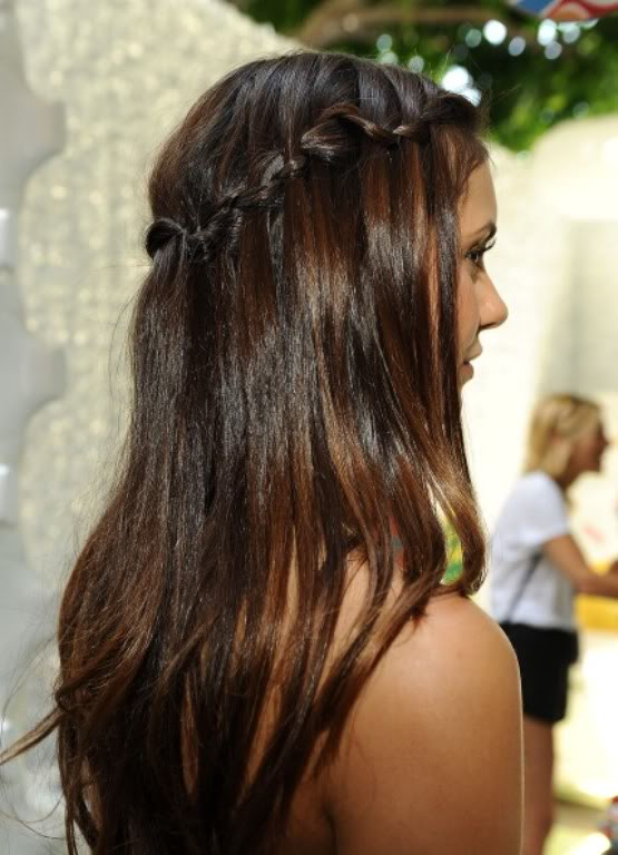 Nina Dobrev - Страница 2 Nina_Dobrev_-_Teen_Choice_Awards_-_LA_-_220712-LQ_021