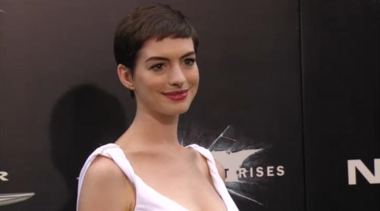 Anne Hathaway/Энн Хэтэуэй - Страница 3 Ah_dkrp3
