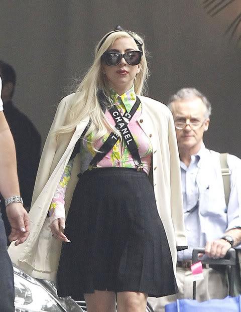 Lady GaGa  - Страница 4 Gallery_main-kim-lee-massive-cleavage-064