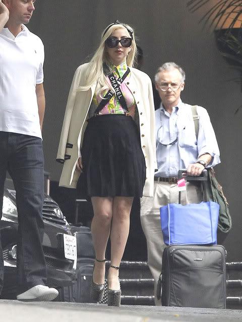 Lady GaGa  - Страница 4 Gallery_main-kim-lee-massive-cleavage-066