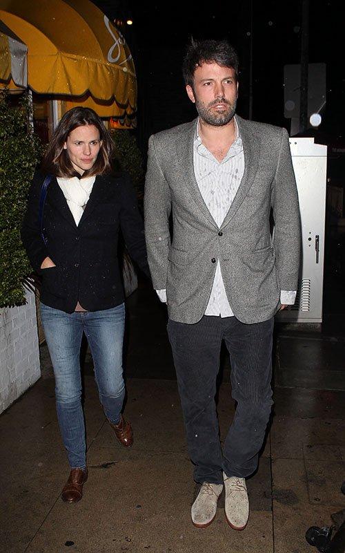 Ben Affleck and Jennifer Garner - Страница 11 Jen-ben-030713-12_zpsf2916482