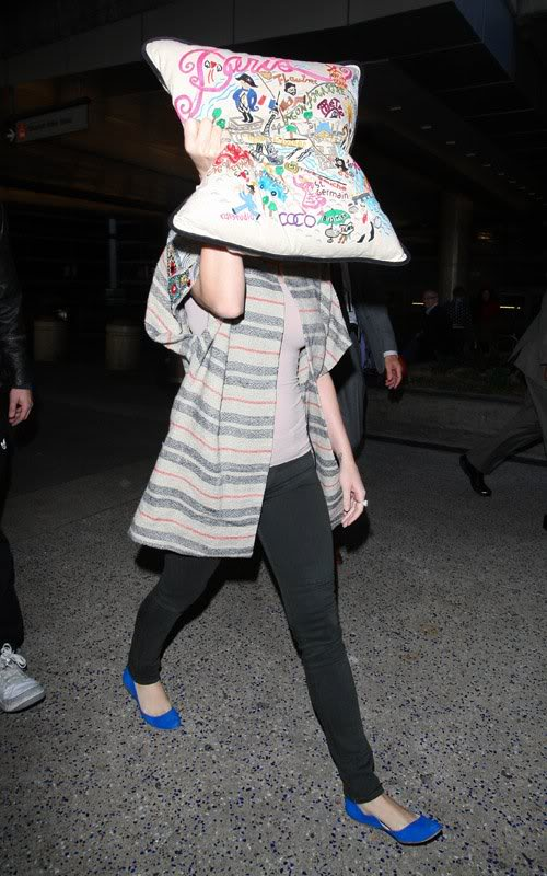 Katy Perry | Кэтти Перри - Страница 3 Katy-perry-100312-5