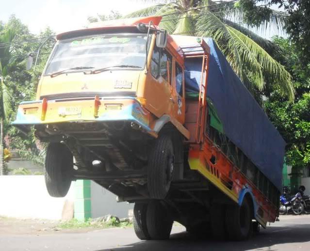 ☼☼☼ Truck standing (foto asli no sotosop) ☼☼☼ ANEHBINAJAIBIB
