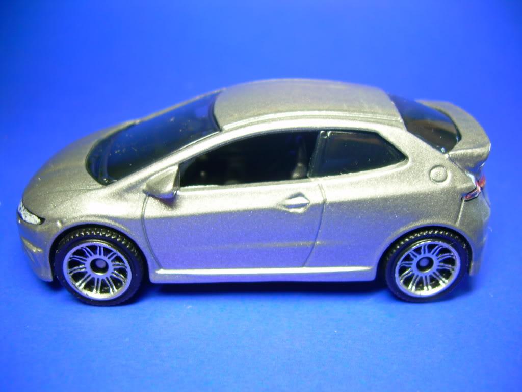 Honda Civic Type R y Mazda 2 753-2008HONDACIVICTYPER2008010