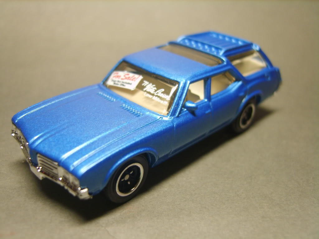 MB777 Oldsmobile Vista Cruiser S8300788