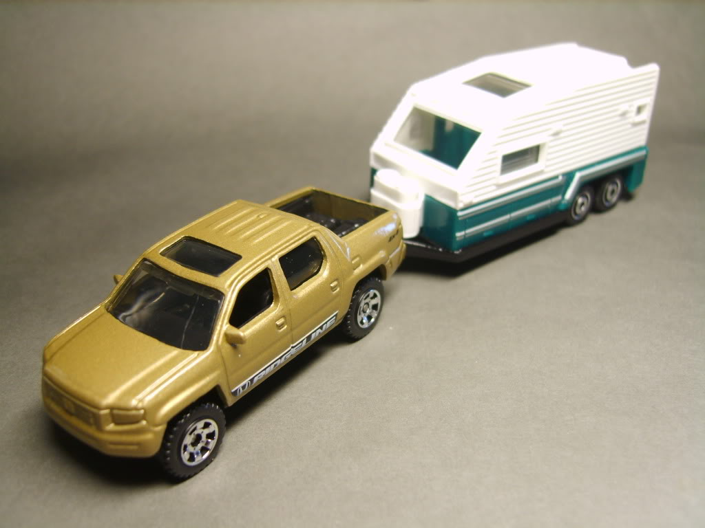 747.-TRAVEL TRAILER S8300810