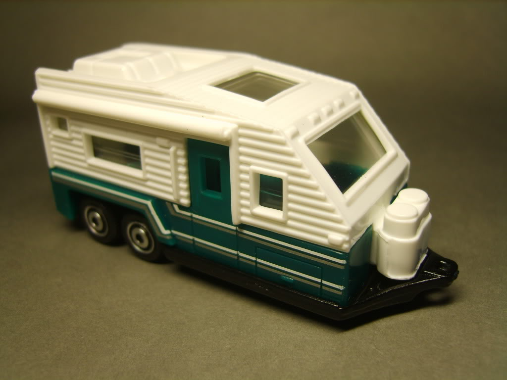 747.-TRAVEL TRAILER S8300816