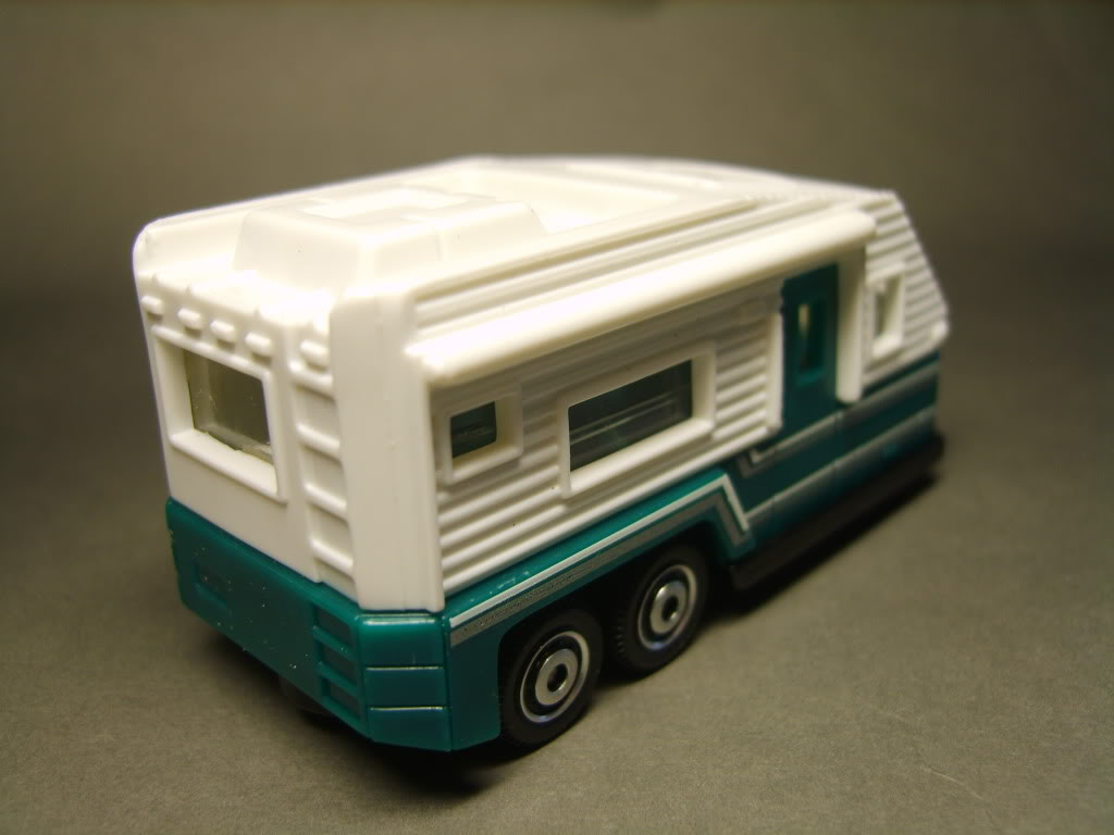 747.-TRAVEL TRAILER S8300818-1