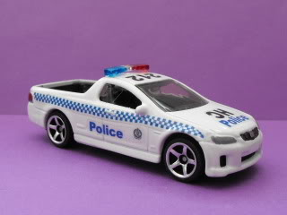 Mitsubishi Lancer Evo X Police: Matchbox v/s Tomica. March11034