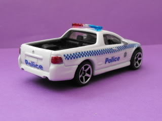 Mitsubishi Lancer Evo X Police: Matchbox v/s Tomica. March11035