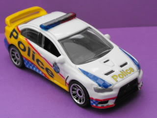 Mitsubishi Lancer Evo X Police: Matchbox v/s Tomica. March11052