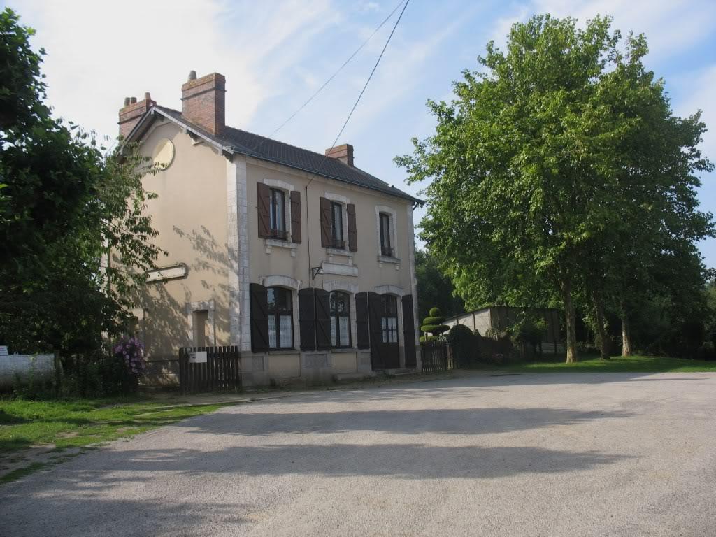 Ligne de Nantes - Segré (1185-1988) Voie Verte de Carquefou à St Mars la Jaille  12-LaGareStMarsctparking