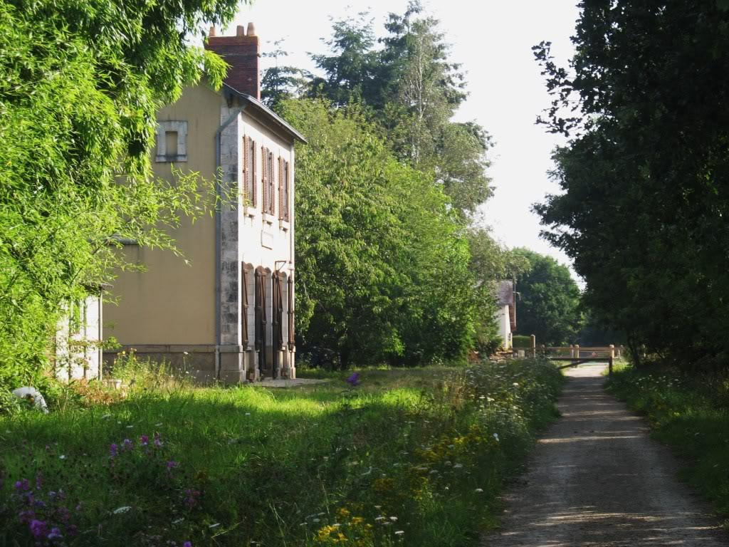 Ligne de Nantes - Segré (1185-1988) Voie Verte de Carquefou à St Mars la Jaille  12-LaGareStMarsetlamaisonettectvoiesRD31verssegr