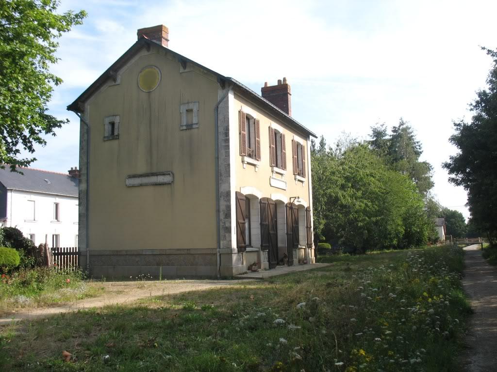 Ligne de Nantes - Segré (1185-1988) Voie Verte de Carquefou à St Mars la Jaille  12-LaGareetlamaisonetteRD31StMarsverssegrctvoies2niches