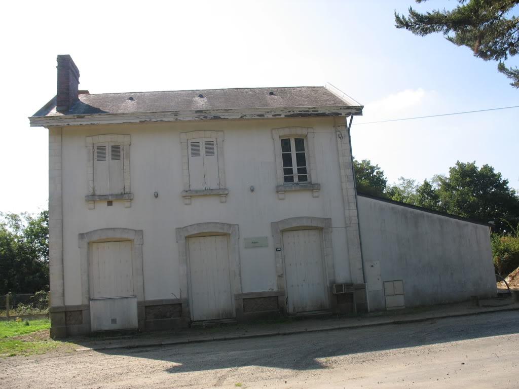 Ligne de Nantes - Segré (1185-1988) Voie Verte de Carquefou à St Mars la Jaille  17-lagaredeLignctparking