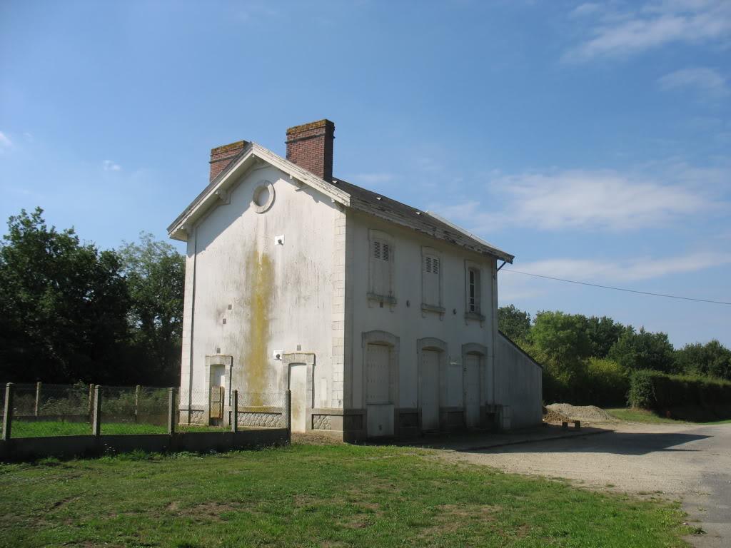 Ligne de Nantes - Segré (1185-1988) Voie Verte de Carquefou à St Mars la Jaille  18-LagaredeLignctparking