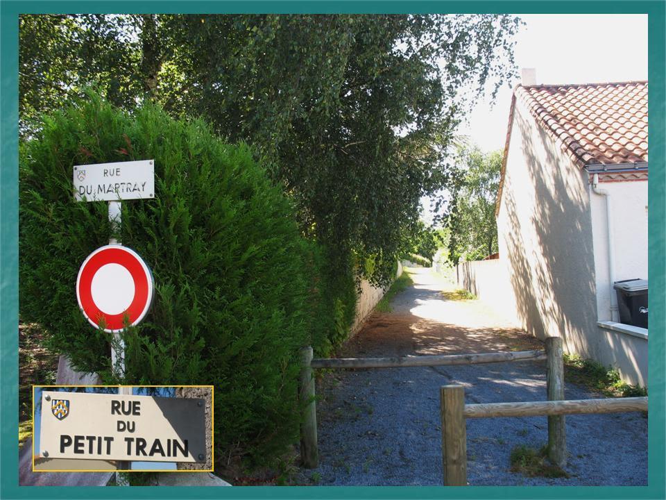 Ligne du Petit Anjou en 44 de Nantes à La Remaudière (1899-1947) 21-LeLoroux-Enfacelaruedupetittrain-LaruedesBordoullires