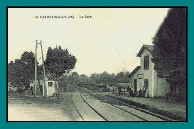 Ligne de St Hilaire de Chaléons à Paimboeuf de 1876 à nos jours 22-CartepostaleancienneLaSicaudais-Frossay