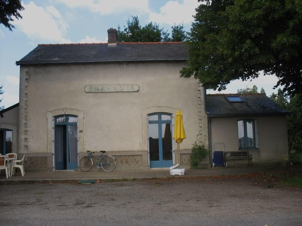 Ligne de Nantes - Segré (1185-1988) Voie Verte de Carquefou à St Mars la Jaille  33-HaltedeTeill-placedelagare