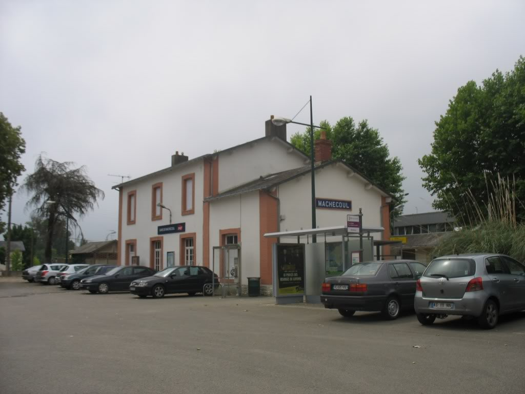 Gare de Machecoul - Ligne de Nantes-St Gilles Croix de Vie  4-Machecoulctparking-1