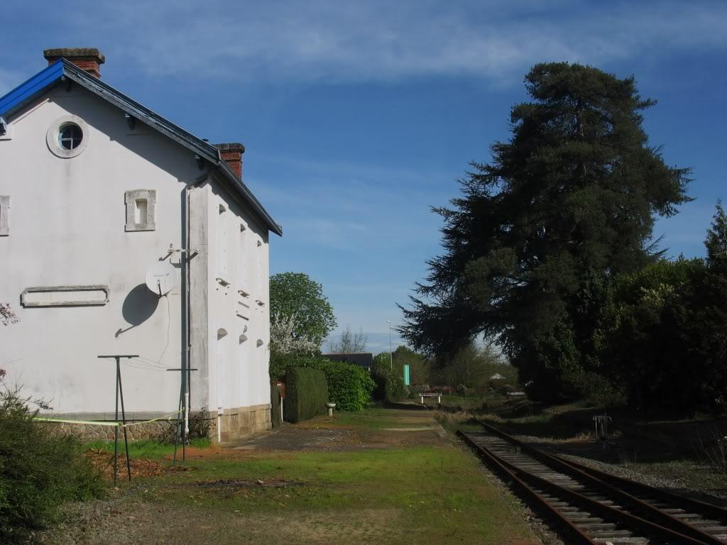 Ligne de Nantes - Segré (1185-1988) Voie Verte de Carquefou à St Mars la Jaille  6-LaGaredeCarquefouetsonquaiversSegr