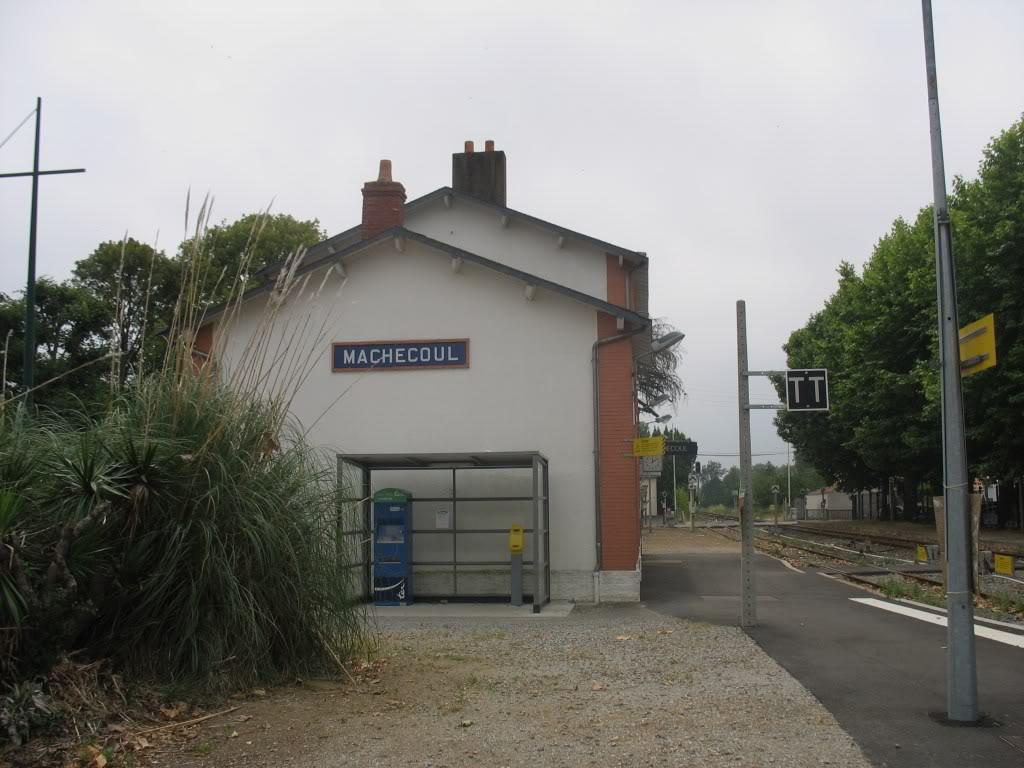 Gare de Machecoul - Ligne de Nantes-St Gilles Croix de Vie  9-MachecoulversPNruedesRedouxetStGilles
