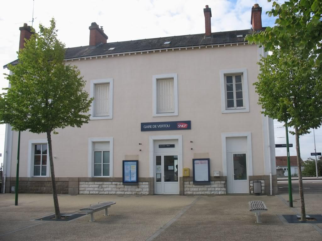 Les Gares de Nantes à Clisson - Ligne de Nantes-Saintes IMG_9207