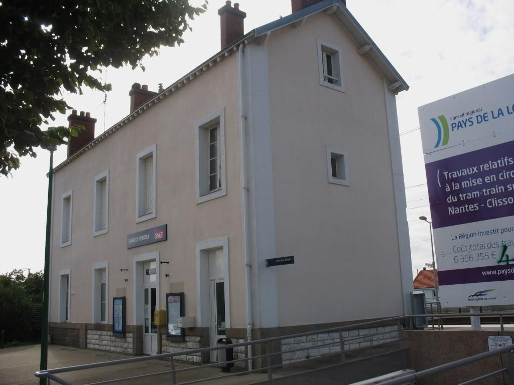 Les Gares de Nantes à Clisson - Ligne de Nantes-Saintes IMG_9208