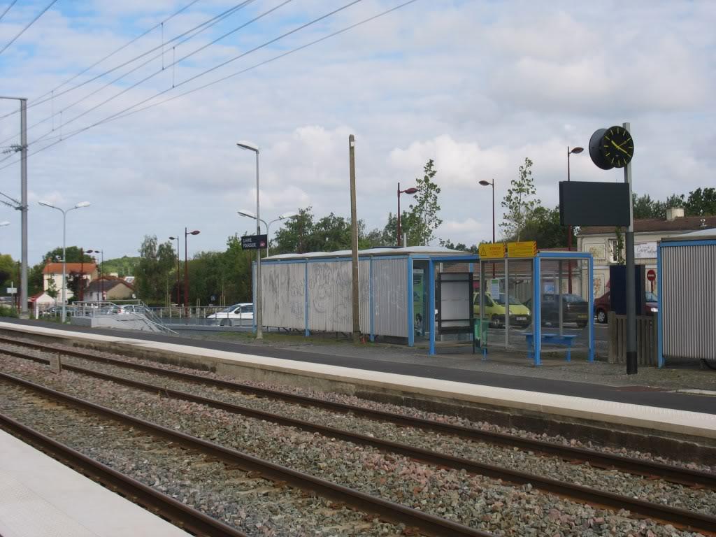 Les Gares de Nantes à Clisson - Ligne de Nantes-Saintes IMG_9212