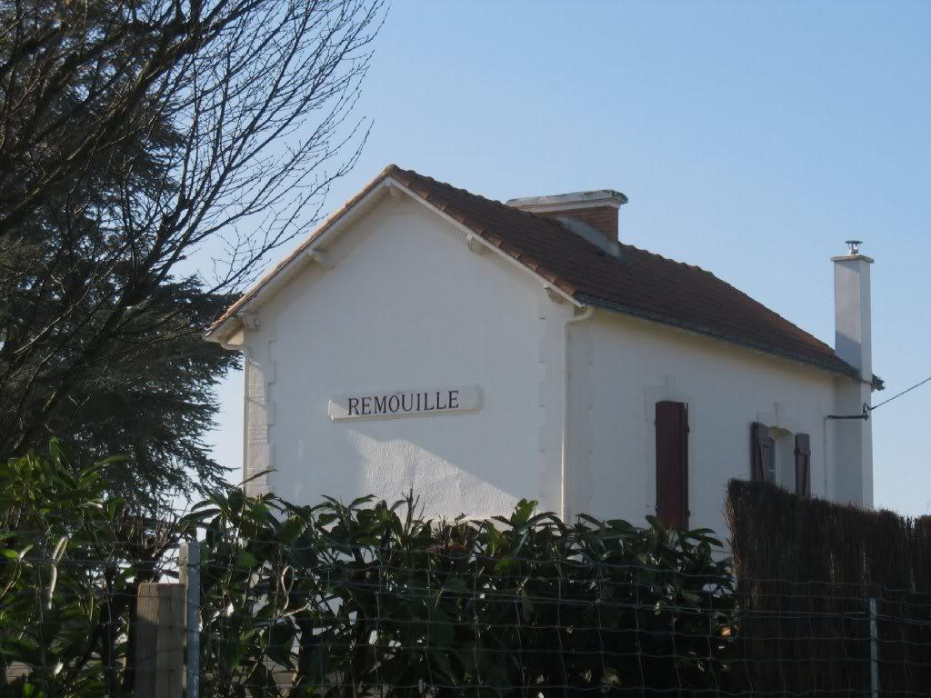 Ligne Les Sorinières (44) à Rocheservière (85) de gare en gare (1903-1938) LaGaredeRemouill6