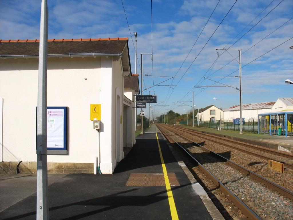 Les gares de Nantes à Savenay - Ligne Nantes-Le Croisic-Redon-Quimper 35-StEtiennedeMontlucabridequaiversSavenayhallemarchandisesagravedroite