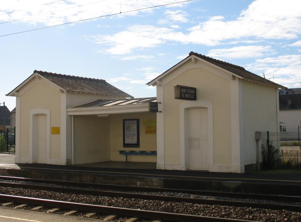 Les gares de Nantes à Savenay - Ligne Nantes-Le Croisic-Redon-Quimper 36-StEtiennedeMontlucabridequaiversSavenayhallemarchandies