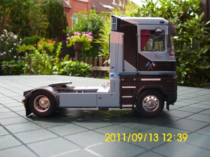 Renault Magnum 2001er Version / Italeri1:24 DSCI0083