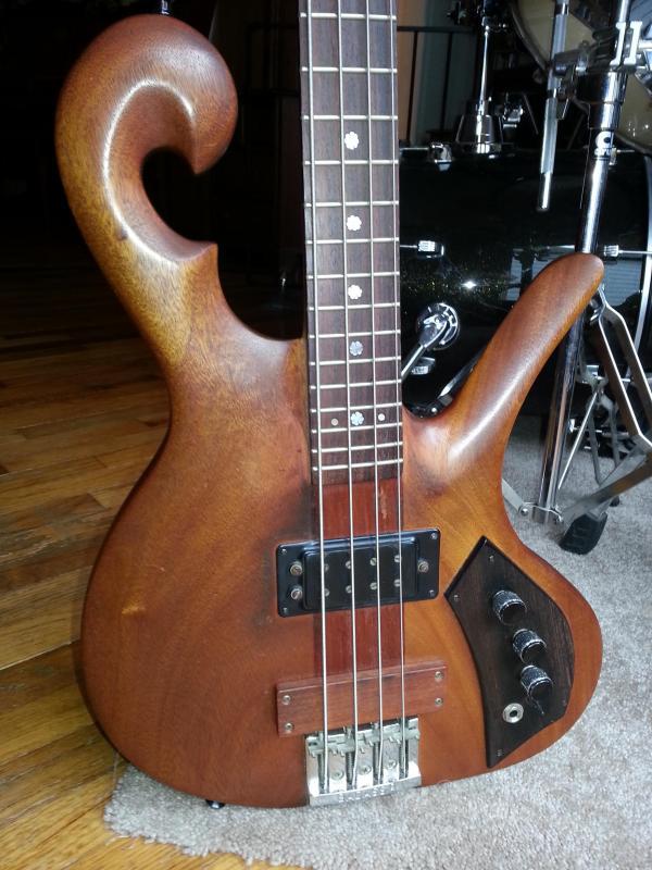 Eco guitar. corpo de baixo em Angelim. 20141010_1213181