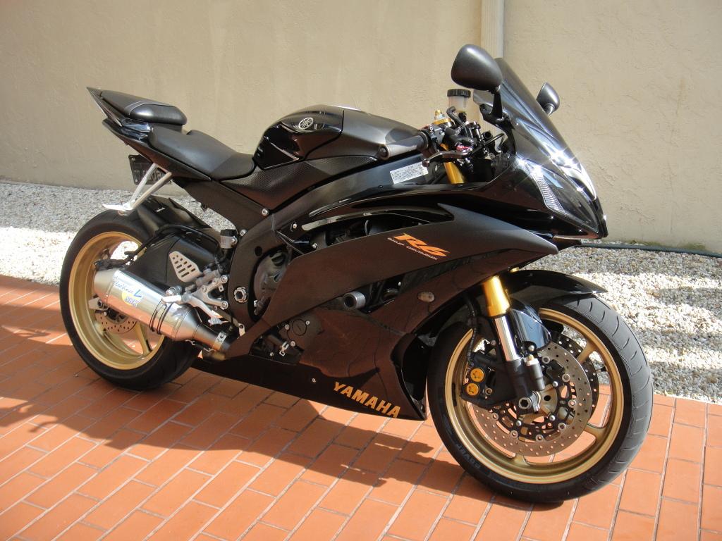 2009 yamaha r6 raven edition!!!! DSC01286