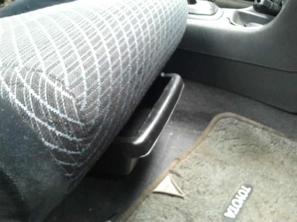 Underseat trays 2012-04-08172053