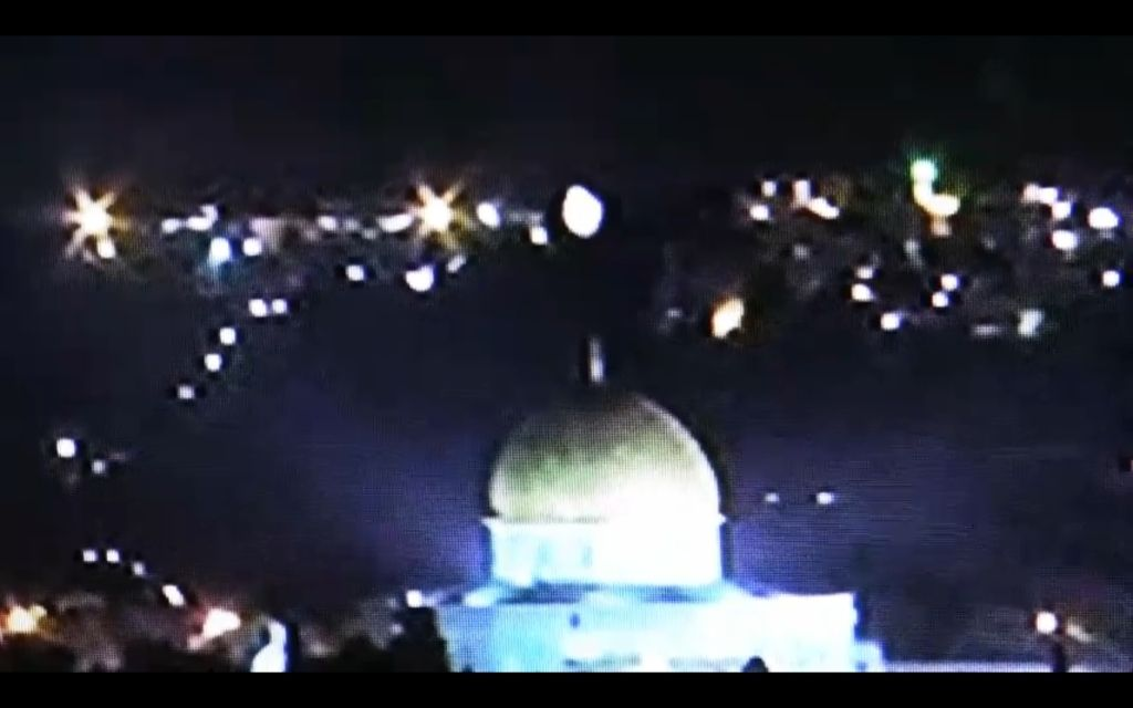 What are you doing on 21 12 2012? - Page 3 110128_ufo-over-dome-of-the-rock