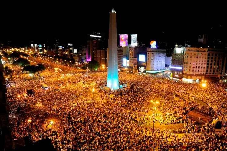 Una multitud salió a la calle en todo el país. Mirá: 546980_455663751135403_1775741031_n