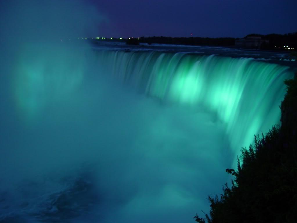 ABLE TO LOVE!!! - !SCHOOL - NEW OLD ALL!!! - RUN 2NE!!! - Page 20 Niagara-Falls-Horseshoe-glowing-aqua-at-night