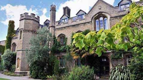 10 trường đại học ma quái nhất nước Anh 1330508384-truong-dai-hoc-ma-quai4