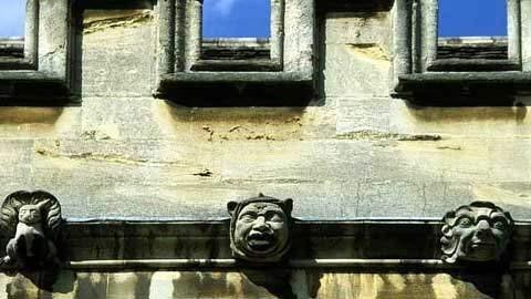 10 trường đại học ma quái nhất nước Anh 1330508384-truong-dai-hoc-ma-quai5