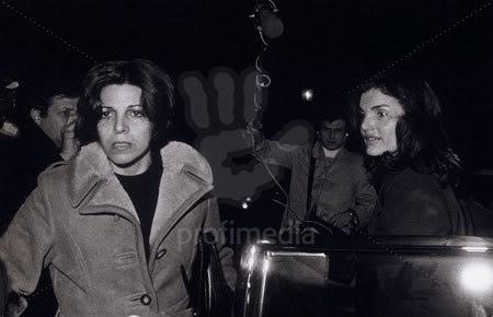 Christina y Athina Onassis - Página 2 Christinayjackie2