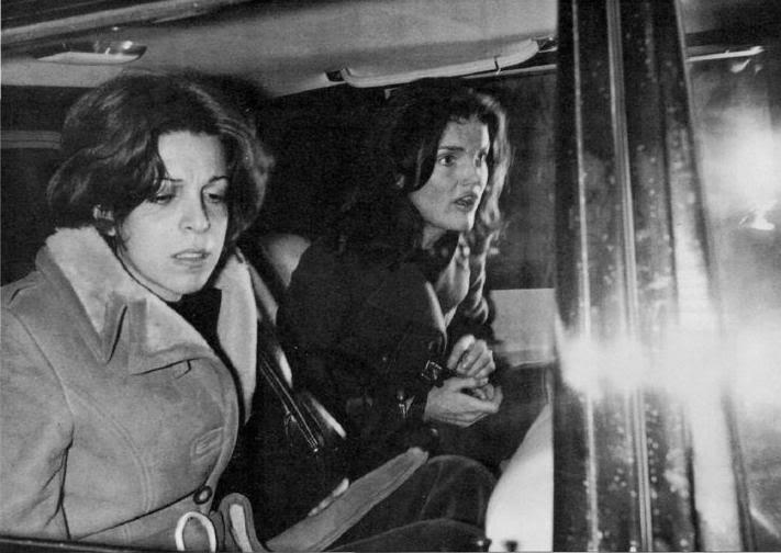 Christina y Athina Onassis - Página 2 ChristinayjackieO