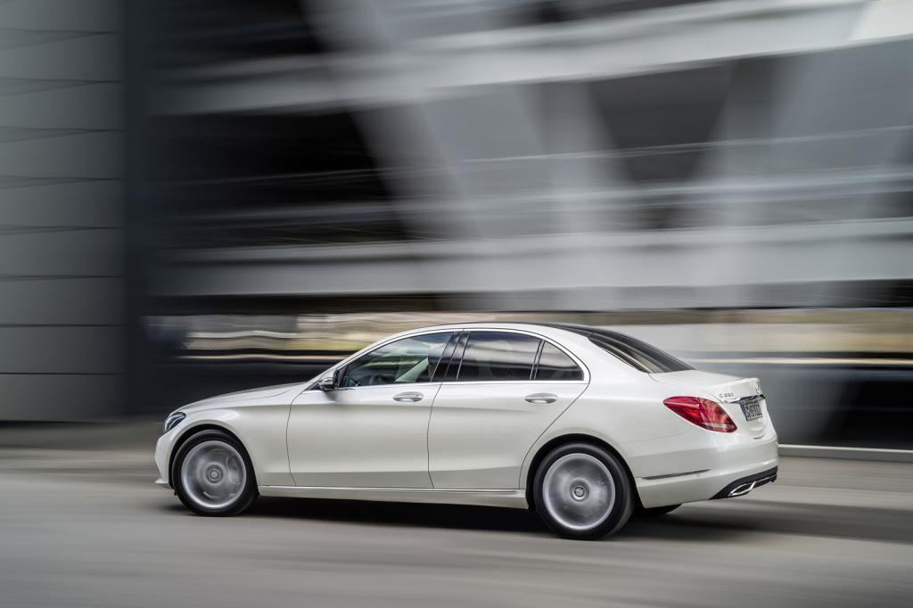 (W205): Flagras e fotos  - Página 13 2015-Mercedes-C-Class-483_zpsab052a9f
