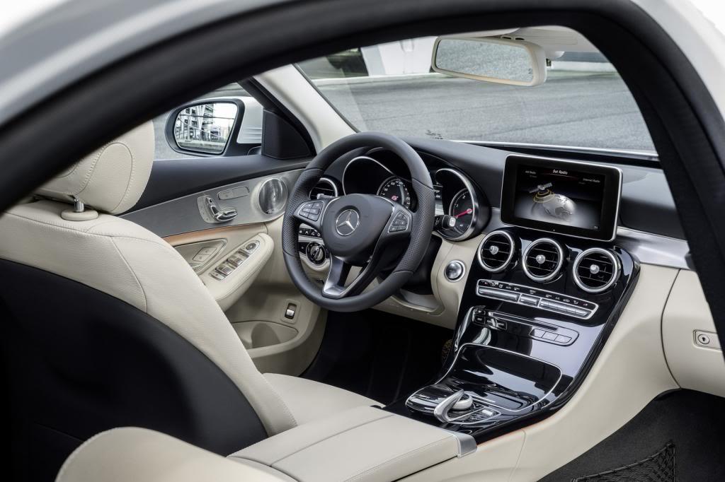 (W205): Flagras e fotos  - Página 13 2015-Mercedes-C-Class-673_zps79534145