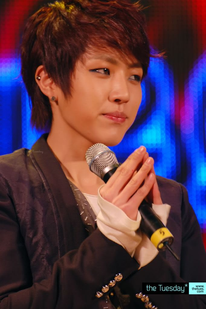 Lee Sung Yeol  475c082f675e01be8b139903