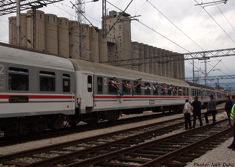 Navijački vlakovi P5077352_zps3913cd72
