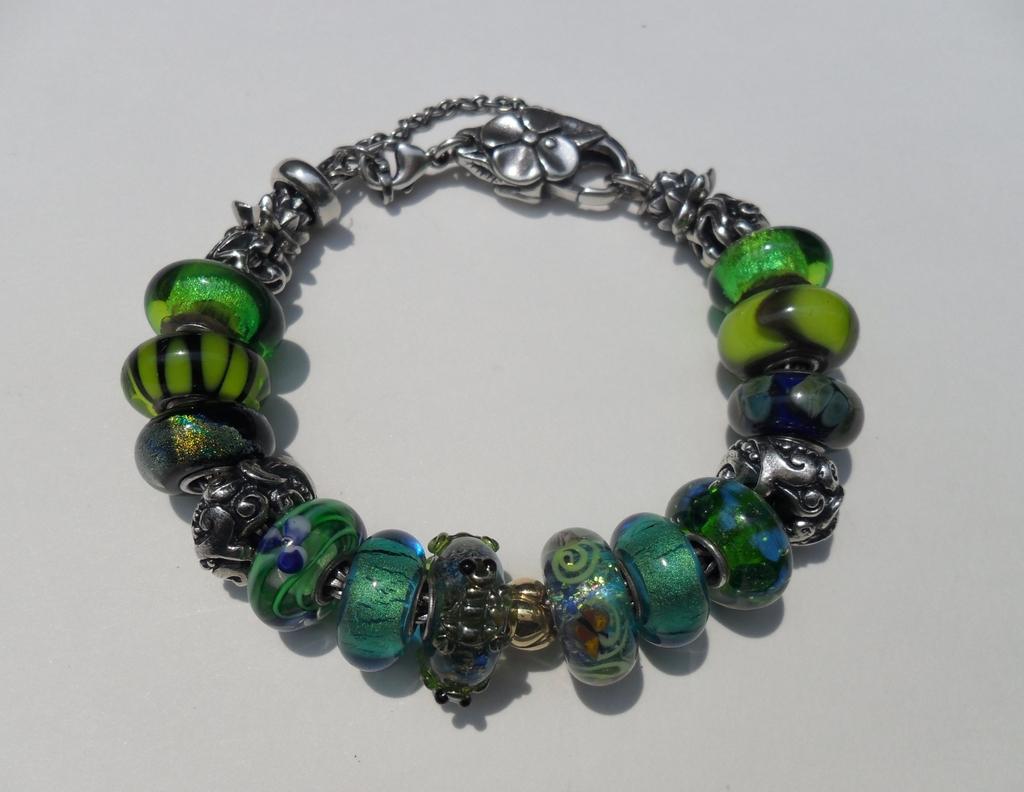 Your very first bracelet 3c0bcbb2-2901-459c-99ae-80adf4b11d85_zpsnlrbhii2