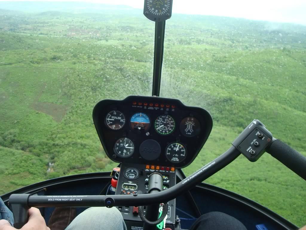 Voando Robinson 44 Raven II  DSC07843